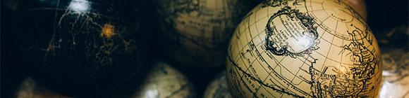 Globus in dunkler Kammer