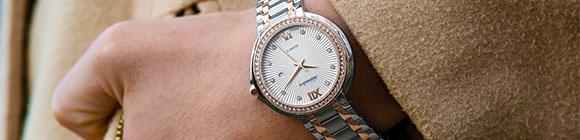 Armbanduhr zeigt die Zeit